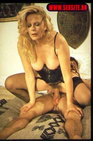 Emanuelle perche violenza alle donne 1977 laura gemser 6